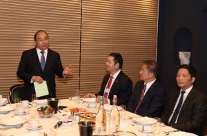 FPT会長、ベトナム首相と共にダボスにおいて世界一流企業との朝食会談に参加